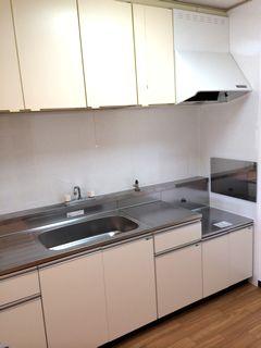 流し台をアイオのキッチンに交換。タイルの壁はキッチンパネルに。 blockkitchen