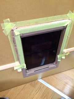 ペットドア取付,凹凸のあるドアに施工 petdoor
