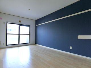 ネイビー ブルー系のアクセントクロス ナチュラルウッド床 施工例 interior cloth cf