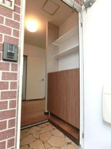 玄関収納棚を新規取付 来客時にLDKが見えないよう袖壁で工夫 interior closet