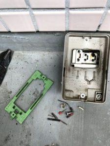 屋外コンセントの漏電補修例 外コン、防雨コンセント electrical leakage