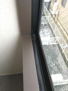 窓枠のはがれをフィルムで補修 色を変えてイメージチェンジ madowakurepair dinocreatec