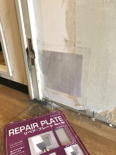 ドア交換、壁穴補修の施工例 ペット(犬)によるひっかき傷  interior closet