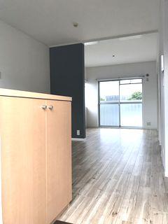 1棟アパートのリノベーション 2DKから1LDKの施工例 renovation cloth cf